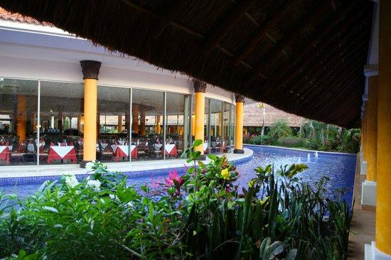 Barcelo Maya Colonial : salle à manger buffet