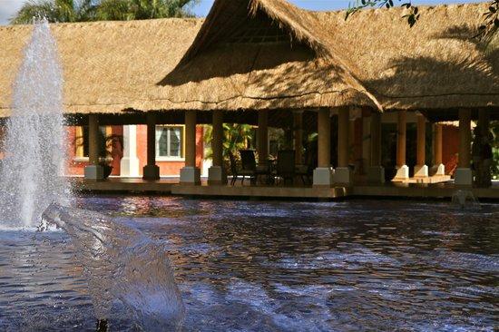 Barcelo Maya Colonial: détente prêt du lobby