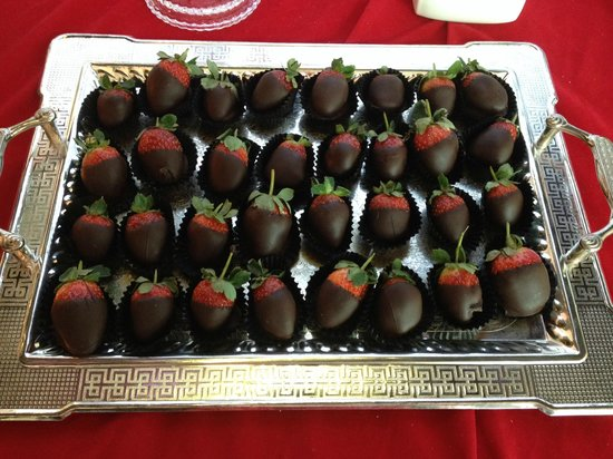 Maxx Royal Belek Golf Resort: Chocolate Strawberries at Reception