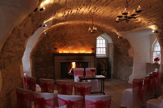 Duchray Castle : Vaulted room set up for wedding ceremony