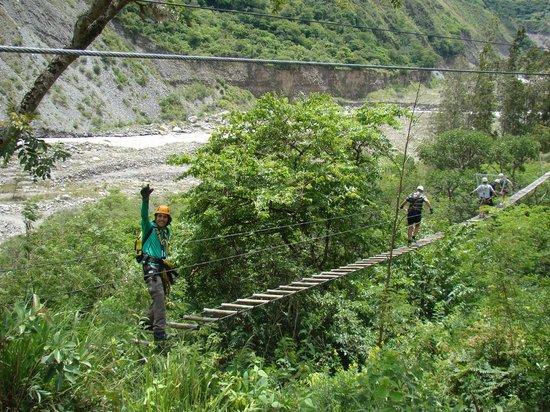 Zipline Inka Flyer Santa Teresa: crossing the bridge