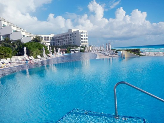 View from beachside cabana picture of live aqua beach resort cancun cancun tripadvisor for How many rooms at live aqua cancun