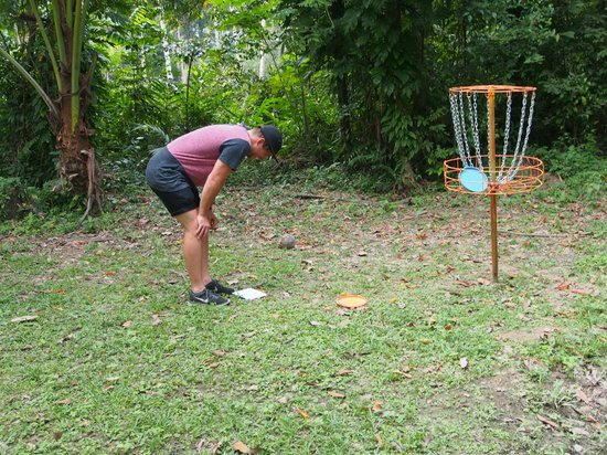 Samui Frisbee Golf: Accidentally missed the hoop and hit Mitch - So much fun