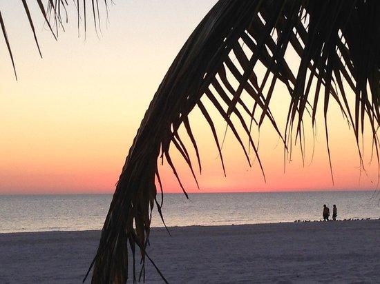 The Neptune Resort: Sunset at Neptune Inn