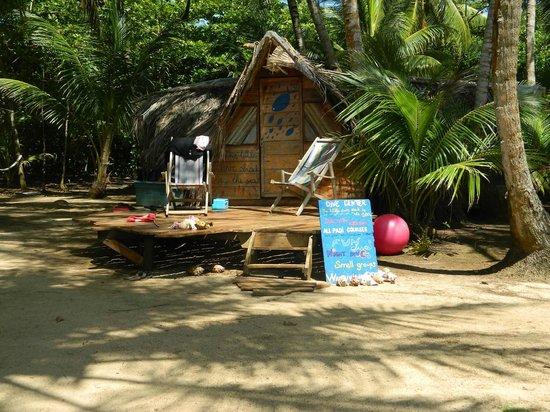Derek's Place: dive shack