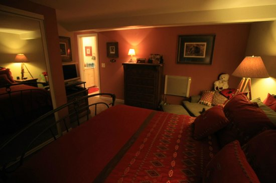 Black Bear Inn: Bedrooms have private baths and covered porches