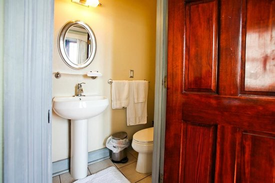 Balcony Guest House: Room 1-4 Bathroom