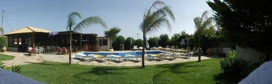 Petros Village : Pool/Bar area