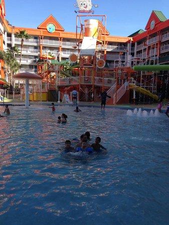 Nickelodeon Suites Resort: The slide in the lagoon pool