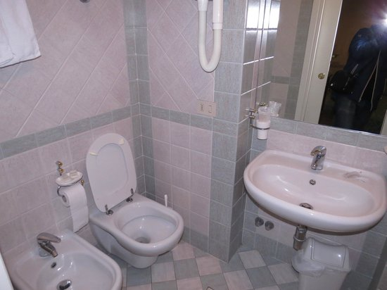 Hotel Chiusarelli: Bagno