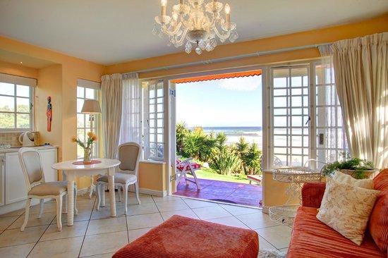 Haus am Strand - On the Beach: beach Bungalow Kitchen