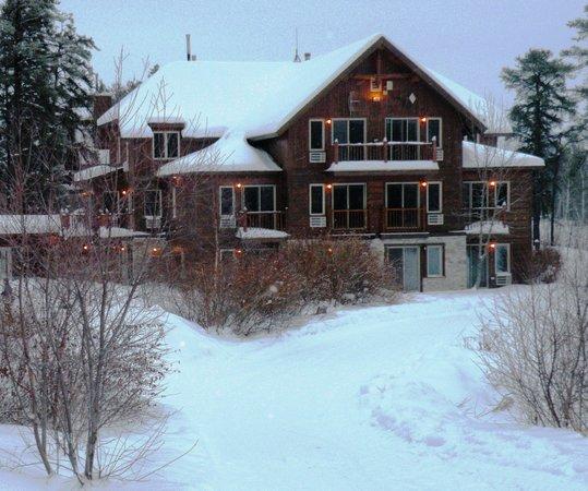 Auberge Du Lac Taureau: Un des immeubles avec chambres