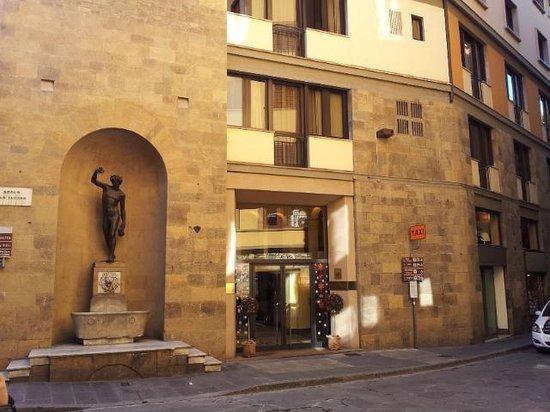 Pitti Palace al Ponte Vecchio : ingresso hotel