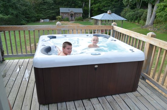 Banner Haven B&B and Cabin Rentals : Hot Tub on Back Deck