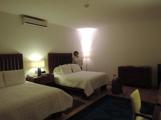 Casareyna Hotel: Guestroom