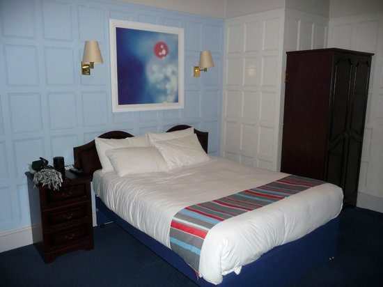 Travelodge Edinburgh Haymarket Hotel : Our double bedroom