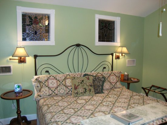 White Oak Manor Bed and Breakfast: Southern Charm