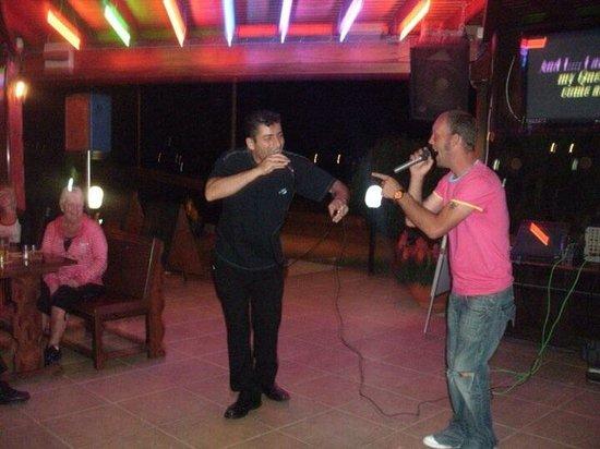Loutsiana Hotel Apts: Karaoke night