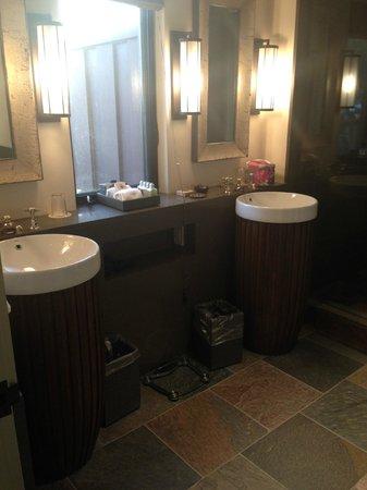 Heritage House Resort: Room 10 bath