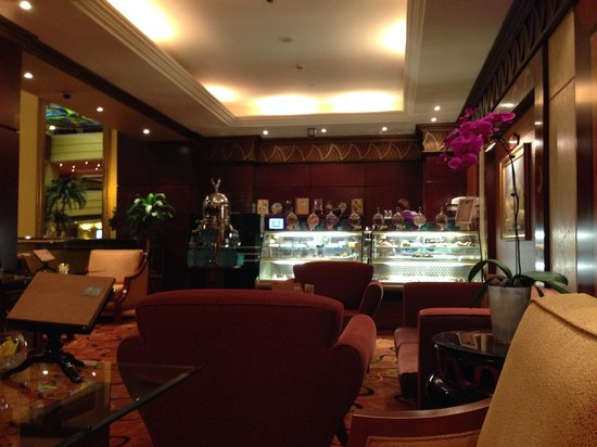 Al Raha Beach Hotel: The coffee shop