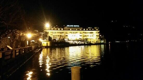 Grand Hotel Zell am See: Grand Hotel by night