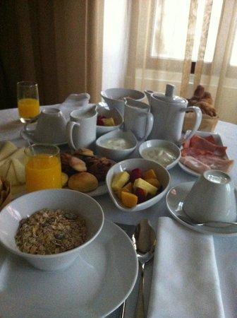 Sintra Boutique Hotel: Pequeno almoço no quarto