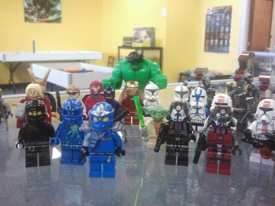 Minifigs Bricks & More: Lots of Lego Minifigures