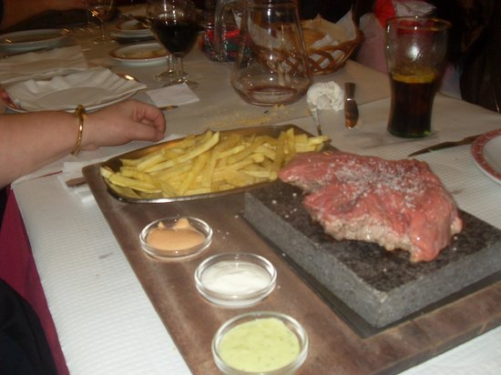 Tala Adega Tipica: Steak on the stone
