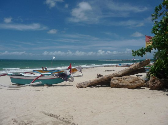 Keraton Jimbaran Beach Resort : unser Strandabschnitt Richtung Flughafen