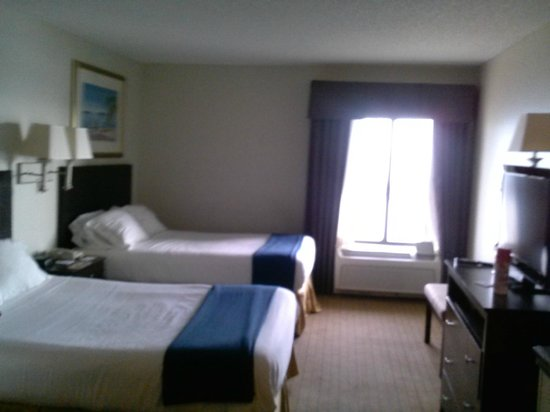 Holiday Inn Express Tampa - Rocky Point Island: 2 Bed Suite