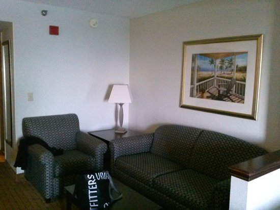 Holiday Inn Express Tampa - Rocky Point Island: 2 Bed Suite Sitting Area