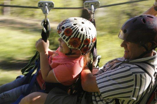 Canopy San Martin de los Andes: El guia (cuca) con mi hija