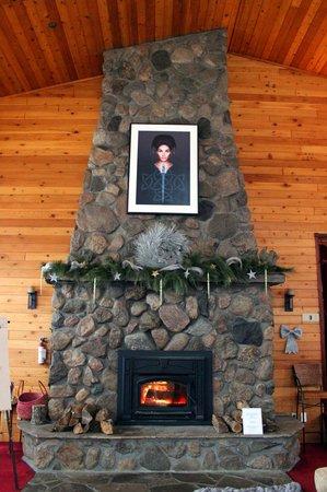 Grail Springs Retreat : Fireplave in Great Hall