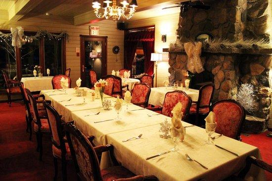 Grail Springs Retreat: Dining Room