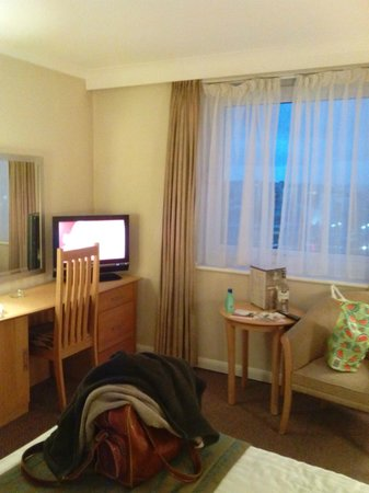 Holiday Inn Liverpool City Centre: Flat screen TV with satellite channels