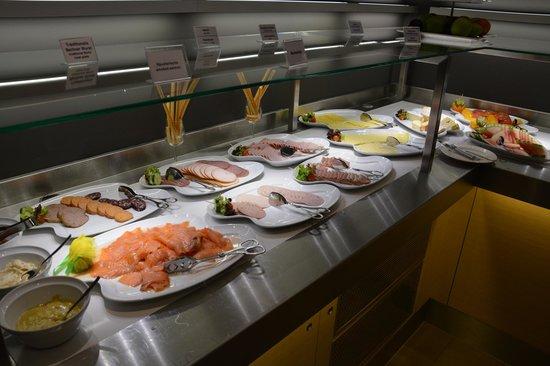 Novotel Berlin Mitte: L'un des buffets du petit-déjeuner