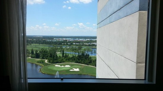 Hilton Orlando Bonnet Creek: Room with nice view of hotel wall!