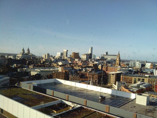 Holiday Inn Liverpool City Centre: View of Liver Buildings and waterfront