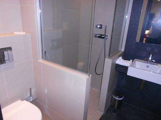 Hotel Marceau Champs Elysees: Baño