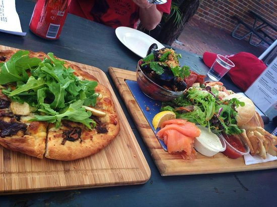 Houghton Cafe : Pizza of the day and platter for two