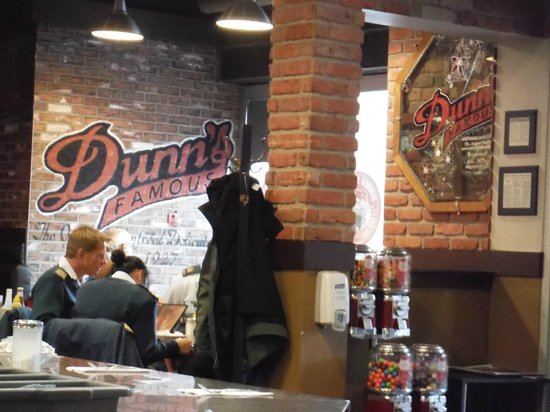 Dunn's Famous Deli : Dunn's Front Area Dining Room