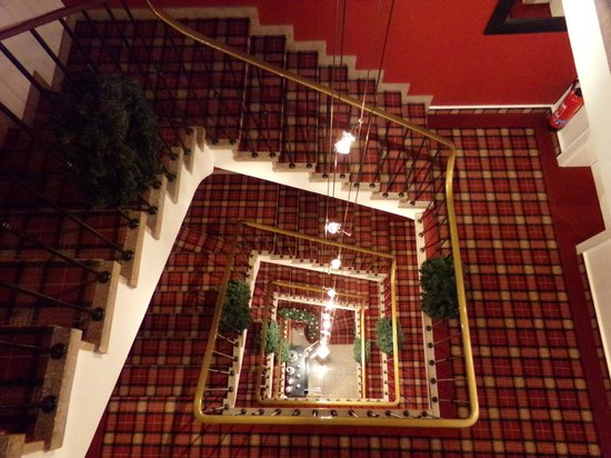 Sir & Lady Astor Hotel : stair case