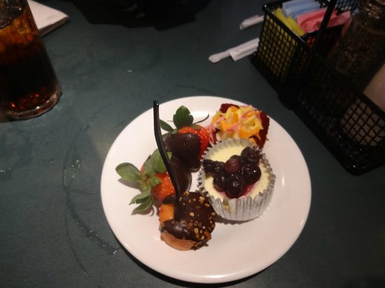 Hollywood & Vine : Dessert sample