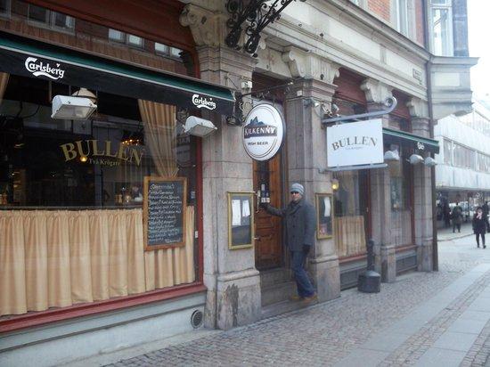 Bullen - Tva Krogare : the bar