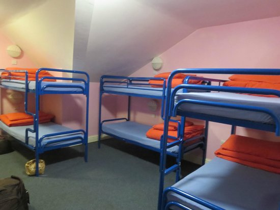 Sleepzone Hostel Galway: 9-person room