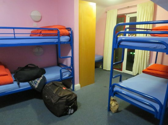 Sleepzone Hostel Galway : 9-person room