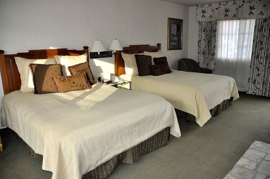 Horizon Inn & Ocean View Lodge: Two queen room - comfy and clean