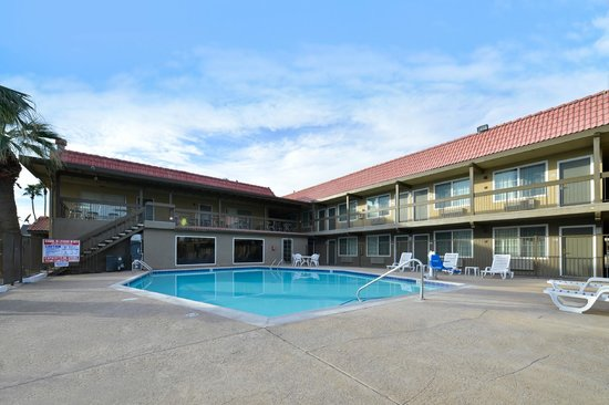 Vacation Inn: Pool