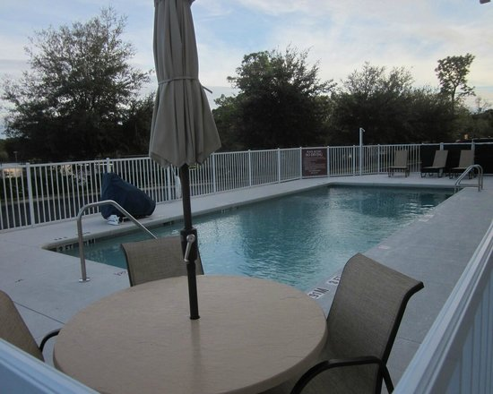 Holiday Inn Express Brooksville West : pool