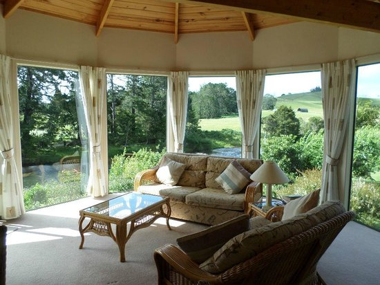 Appledore Lodge: Lounge and views in the Cottage